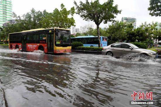 """今年第14号台风""""剑鱼""""形成 琼粤等地将出现强降雨"""