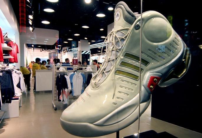 一双鞋炒到12000元 疯狂的球鞋生意真能稳赚不赔?