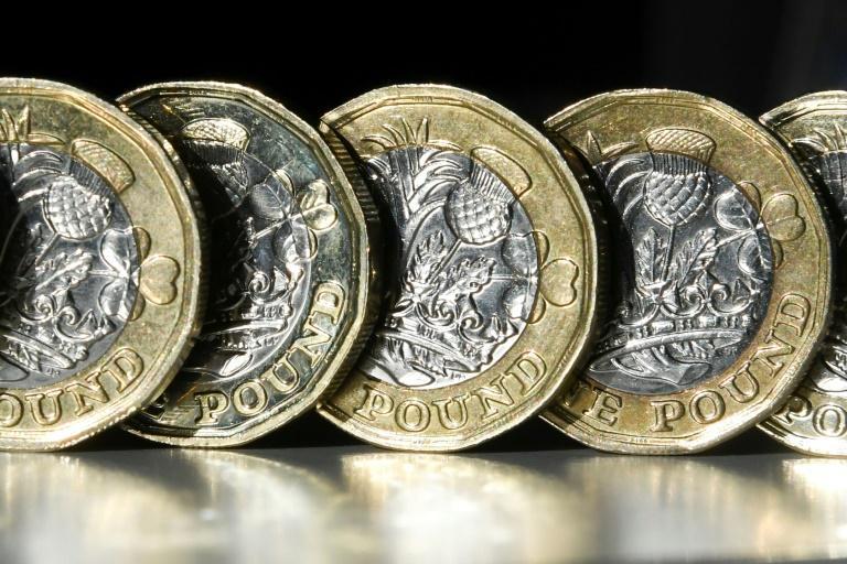 担忧首相与议会政治摊牌 英镑一度跌至34年来最低点