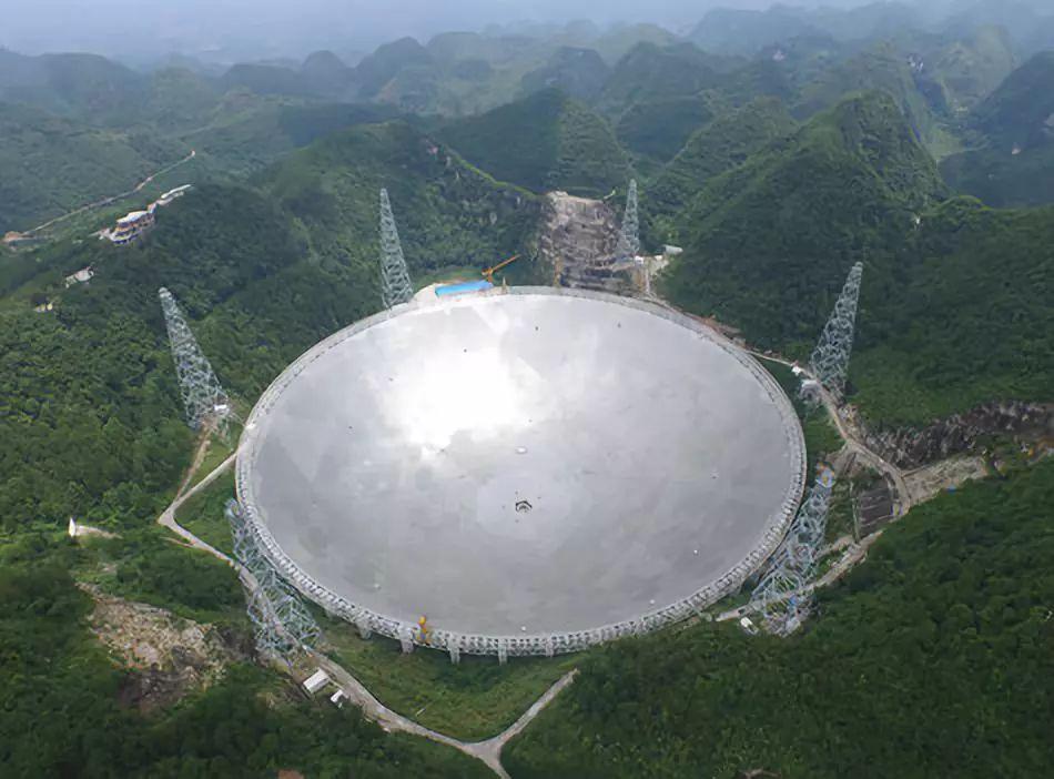 """中国天眼首次探测到""""宇宙深处的神秘射电信号"""""""