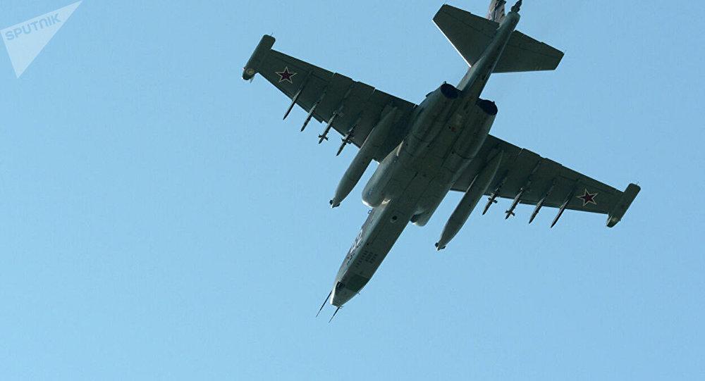 俄罗斯1架苏25战斗机坠毁 飞机扎入地面3米深