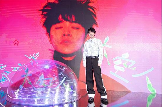 吴青峰在京举办首张专辑《太空人》发片记者会