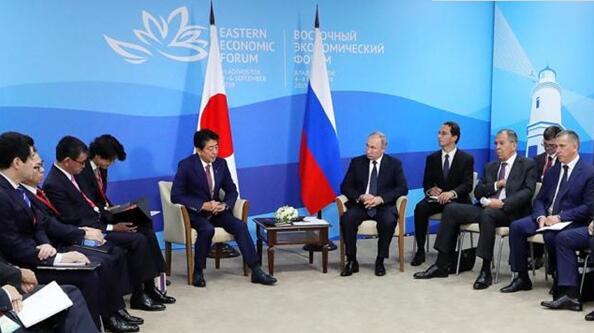 普京和安倍举行会晤,称日俄关系正在快速发展