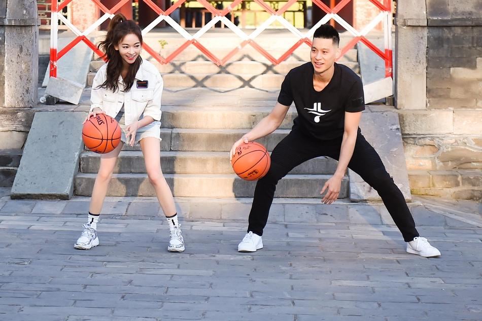 吳謹言與林書豪共游頤和園 感受NBA魅力許愿為夢想拼搏