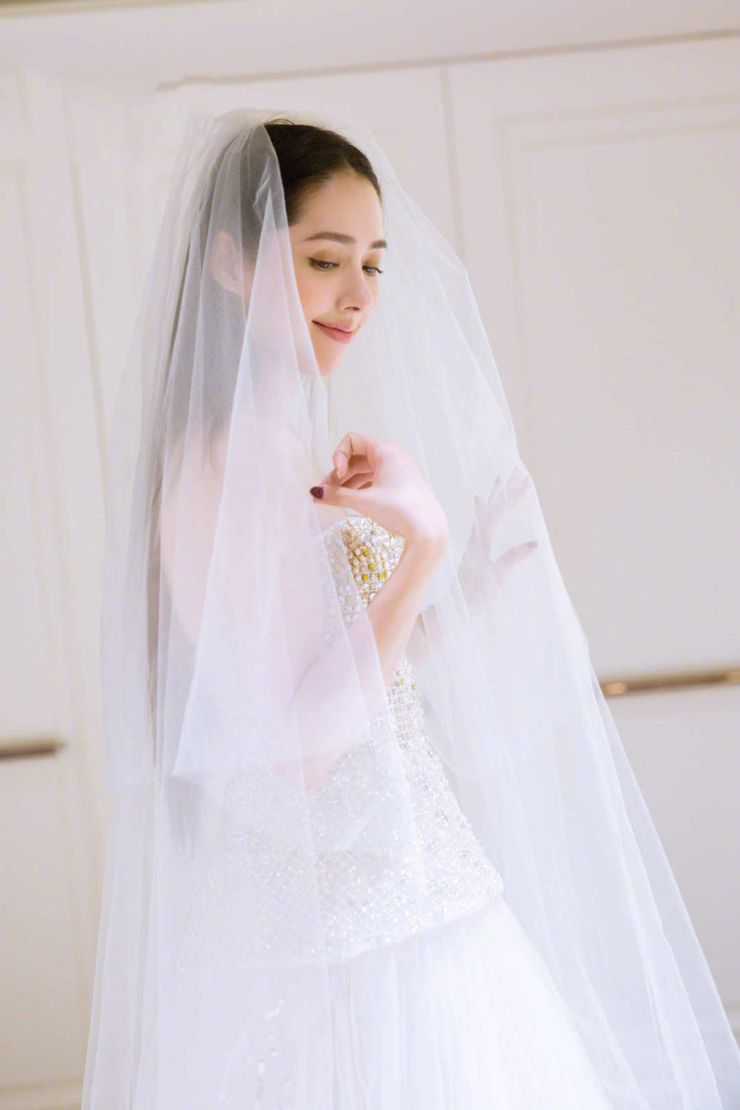 郭碧婷婚紗照曝光 靦腆微笑滿臉幸福