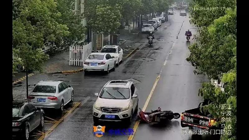 备用网址yabovip6.con女子被小货车撞后又被SUV碾