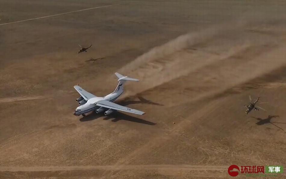 战斗民族军用大运秀荒漠起降 两架米24空中掩护