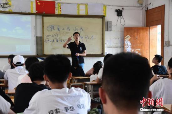 两部门:合理下放中等职业学校教师职称评审权限