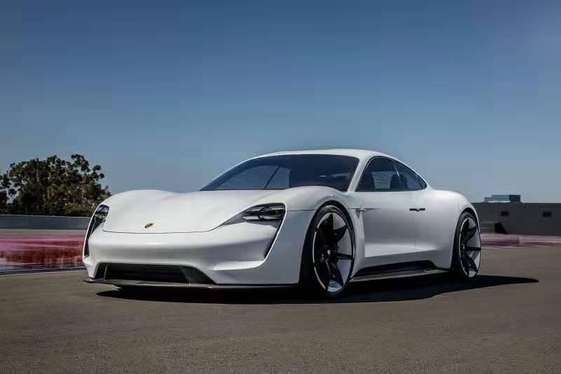 保时捷推出首款电动汽车:售价9万美元