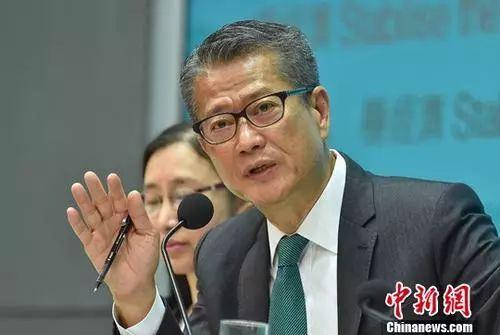 惠誉下调香港信用评级,港府和林郑都回应。
