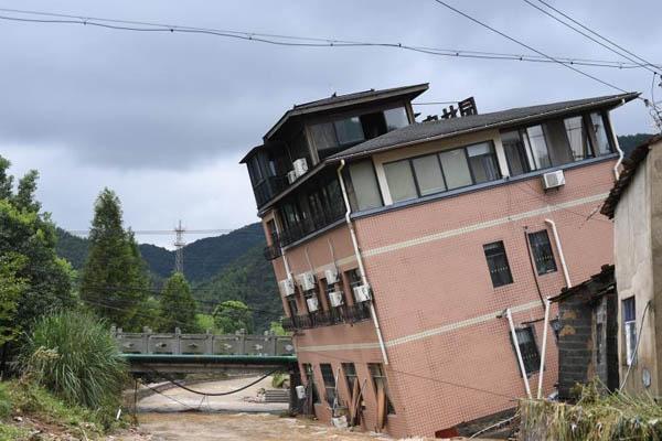 """台风""""玲玲""""致杭州道路、电力设施损毁"""