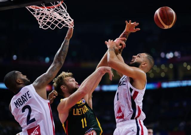 国际篮联:法国与立陶宛比赛裁判漏判法国队干扰球