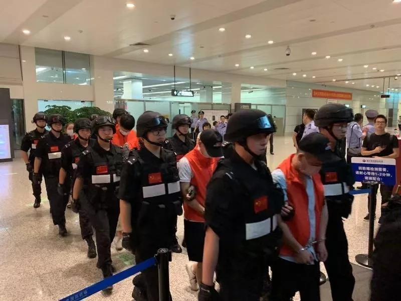 多名潜逃海外嫌疑人回国自首:大多为90后、前金融从业人员
