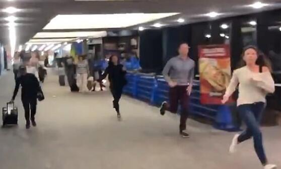 无端怀疑两名华裔 美国机场躁郁症员工按警报引发混乱