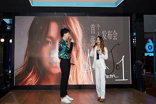 《说散就散》原唱JC陈泳彤发布首张个人专辑 现场嗨唱引发欢呼