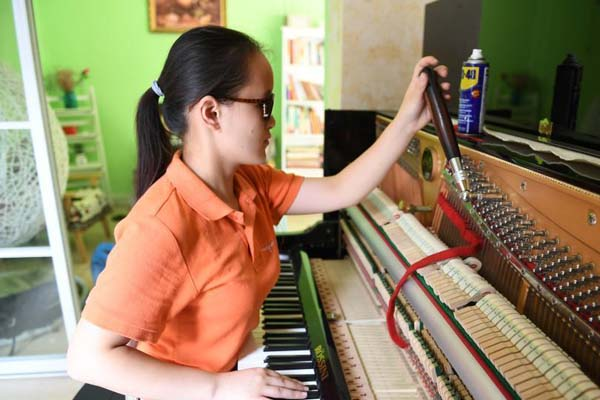"""浙江""""90后""""盲女调音师 用音乐在黑暗中追光"""