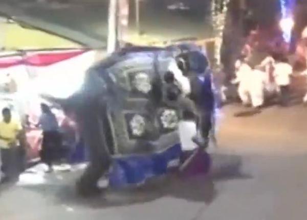 斯里兰卡首都游行中大象冲撞人群 造成17人重伤