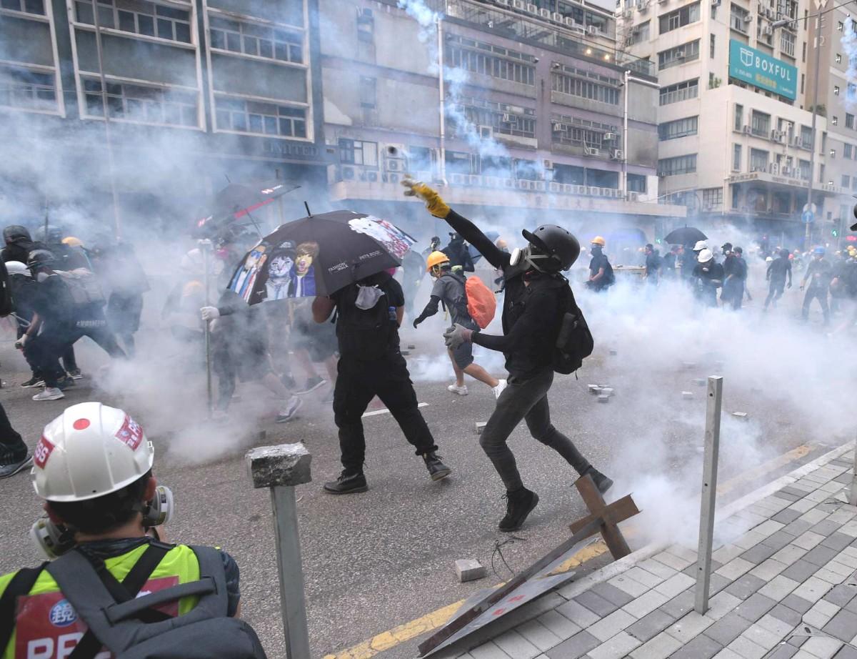 做什么生意最赚钱:香港警方推10条反暴力热线,休班警员将配警棍