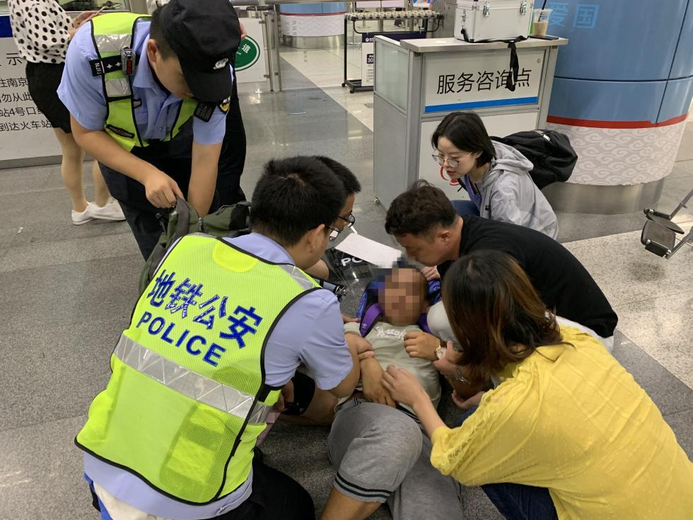 男子出差南京,救助癫痫发作乘客:我已经不是第一次救人了