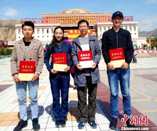 """开花店赚钱吗:青海90后支教教师:藏区孩子让我懂了""""老师""""的"""
