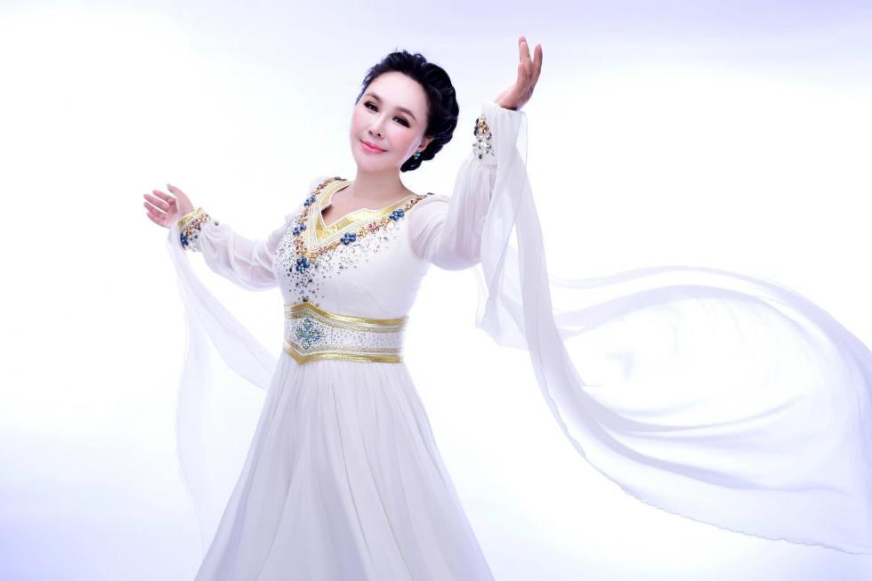 乌兰托娅最新单曲 《穿越草原的云朵》 上演别样草原情