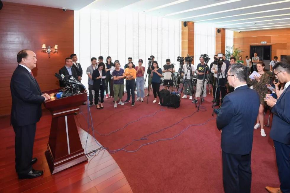 最赚钱的职业:澳门特区第五任行政长官候任人贺一诚启程赴京
