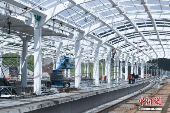 """桥梁、高铁、港口…交通行业打造靓丽""""中国名"""