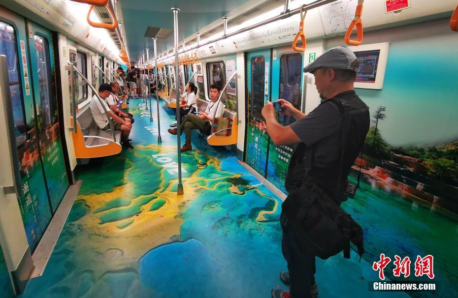 """四川黄龙美景""""穿越""""进城市地铁"""