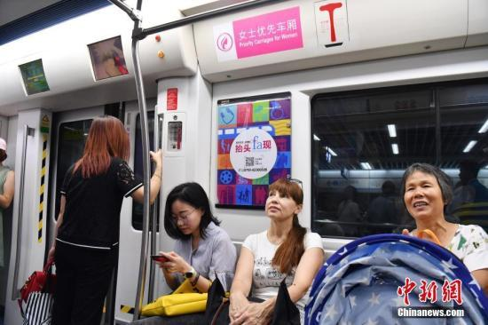 深圳拟推优先车厢 高峰时段仅供女性、残疾人等
