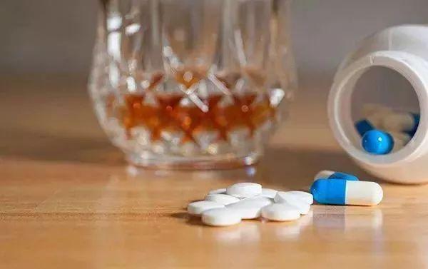 除了头孢,吃了这7类药物后饮酒也会致命!越早知道越好