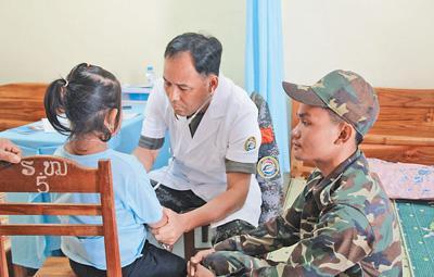 """""""和平列车""""医疗队服务活动受到老挝军民称赞——"""""""