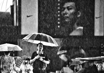 今晨北京局地暴雨 白天最高气温25℃