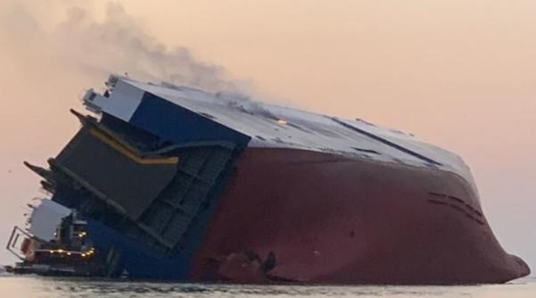 韩国载12人货船侧翻前 为躲开日本船曾急速转向