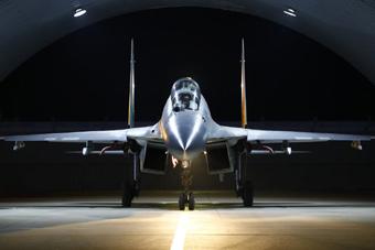 空军歼16战斗机跨昼夜实战化演练画面曝光