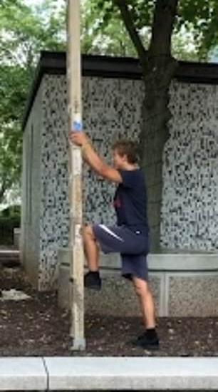 美19岁跑酷爱好者悬空爬梯子 荡上树枝后完美落地