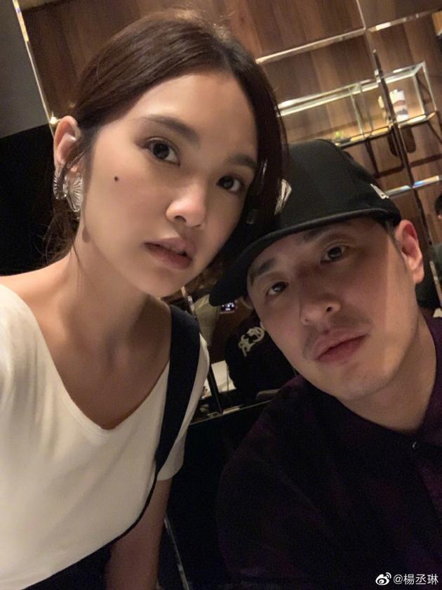 杨丞琳与潘玮柏深夜聚会 网友:是在商量当伴娘?