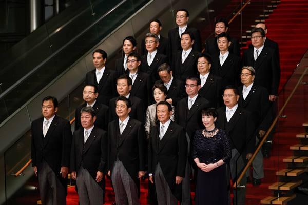 """安倍内阁""""大换血"""" 小泉进次郎和女性成员引人注目"""