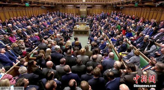 英议会休会仪式混乱不断 反对派高喊:真可耻!