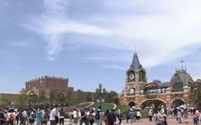 上海迪士尼赔大学生50 网友吵翻