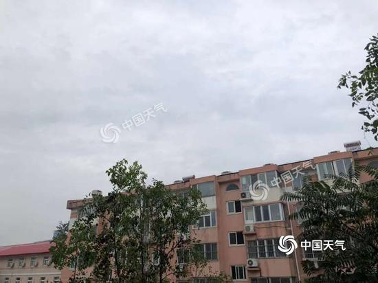 """北京今日白天小雨转多云 夜间可欣赏""""彩云追月"""""""