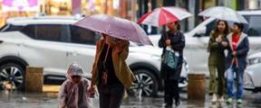 四川盆地北部陕西中南部有较强降雨