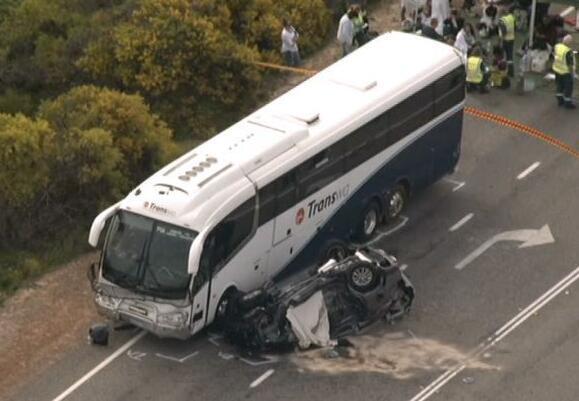 """澳洲""""夺命公路""""再现恐怖车祸 已致2名中国游客遇难"""