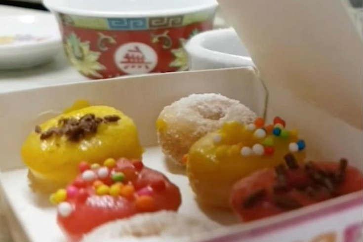 减肥人士的福音 迷你甜甜圈每个仅指尖大小