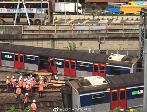8人受伤、500人疏散!港铁脱轨,车厢断裂车门飞脱