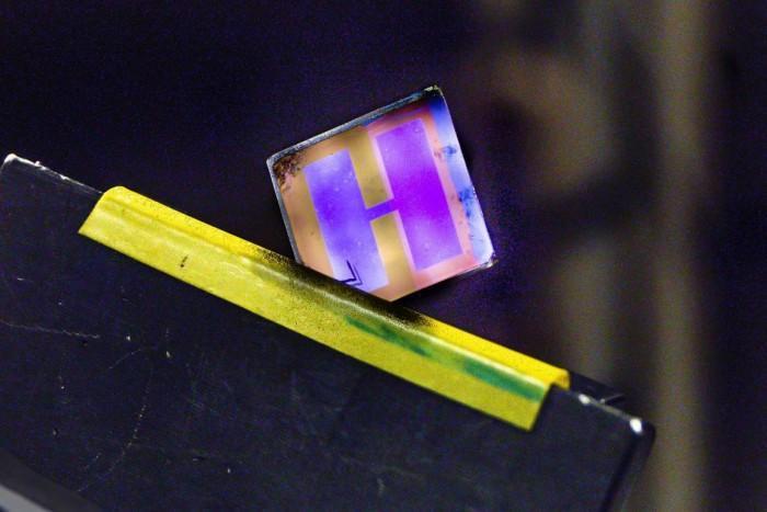 科学家研发新有机太阳能电池 专为室内照明设计