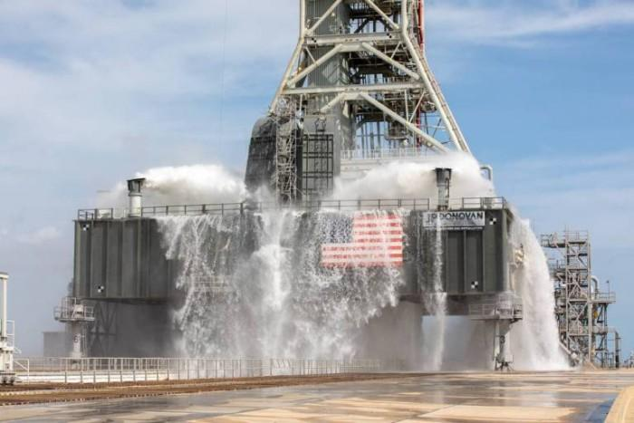 NASA新发射台能在一分钟内射出100万加仑的水