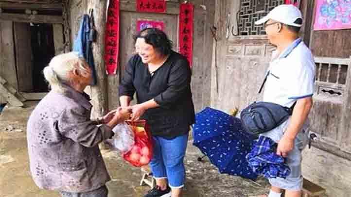 黄平县工商联中秋节走访慰问贫困户