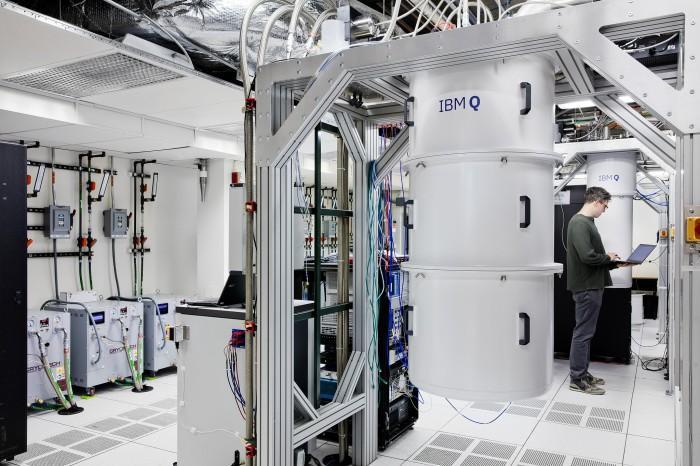 IBM推出计算性能最强悍的53位量子计算机