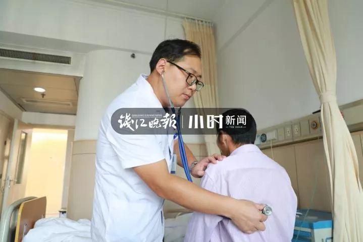 杭州大伯大口吐血,导火索竟在膝盖上!一个细节被很多人忽视