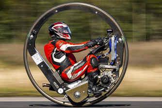 英国超酷的单轮摩托车和流线型汽车
